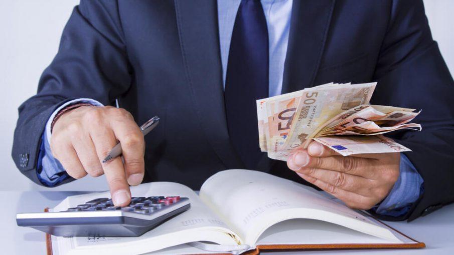 Как решить проблему задолженности по кредиту: 3 варианта, которые предложат банки